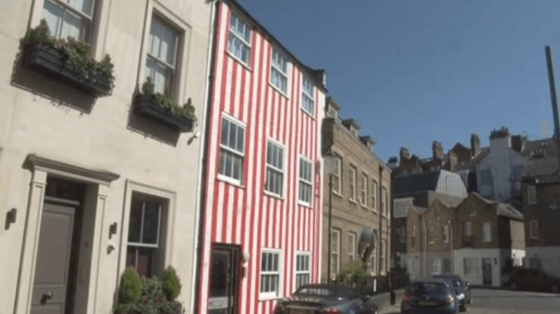 Londres: elle peint sa maison de rayures rouges pour se venger du voisinage